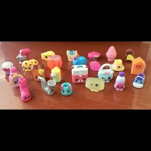 Shopkins collectible figurines (24 pieces)